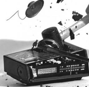 47-broken-radio2-748046