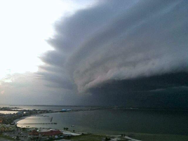 Hurricane Irene approaching North Carolina... via WILX News. #Ir