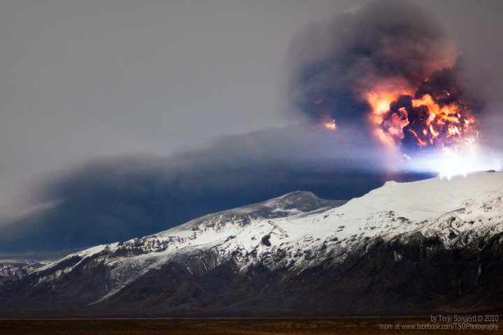 Volcano-iceland-eruption-2011-3