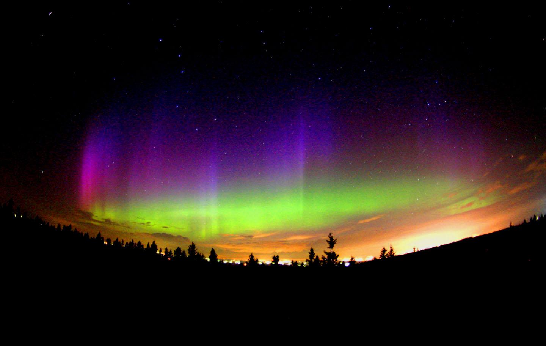 http://www.vlavo.org/main/wp-content/uploads/aurora-borealis.jpg